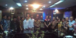 Foto: Asisten Umum Pemko Medan Ikhwan Habibi Daulay menerima kunjungan kerja dari DPRD Kota Tangerang untuk membahas Rencana KUA dan Rencana PPAS APBD T.A. 2018 yang dipimpin Wakil Ketua DPRD Kota Tanggerang Pontjo Prayogo.