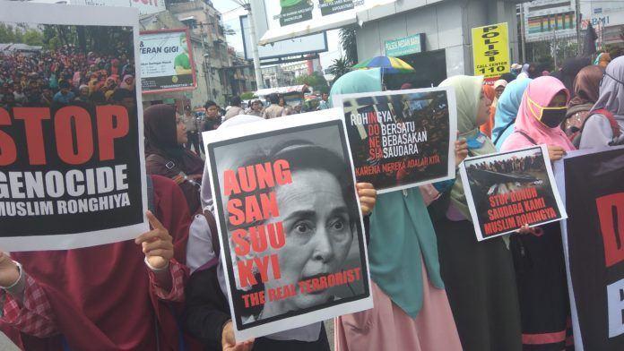 Demo Peduli Rohingya