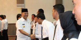 Foto: Walikota Medan Drs H T Dzulmi Eldin . M.Si ketika melantik Dewan Pengupahan Kota Medan periode 2017-2010 di Balai Kota Medan, Rabu (13/9).