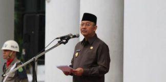 Foto: Walikota ketika memimpin Upacara Bendera Peningkatan Kesadaran Nasional di halaman depan Kantor Walikota Medan, Senin (18/9).