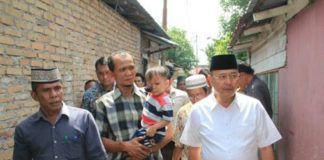 Foto: Walikota bawa berobat bocah malang penderita kanker mata.
