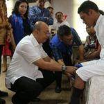 Foto: Walikota Medan Drs. H. T. Dzulmi Eldin S. M.Si menyerahkan kaki dan tangan pengganti kepada 12 orang penyandang disabilitas, di RSU Royal Prima, Rabu (20/9).