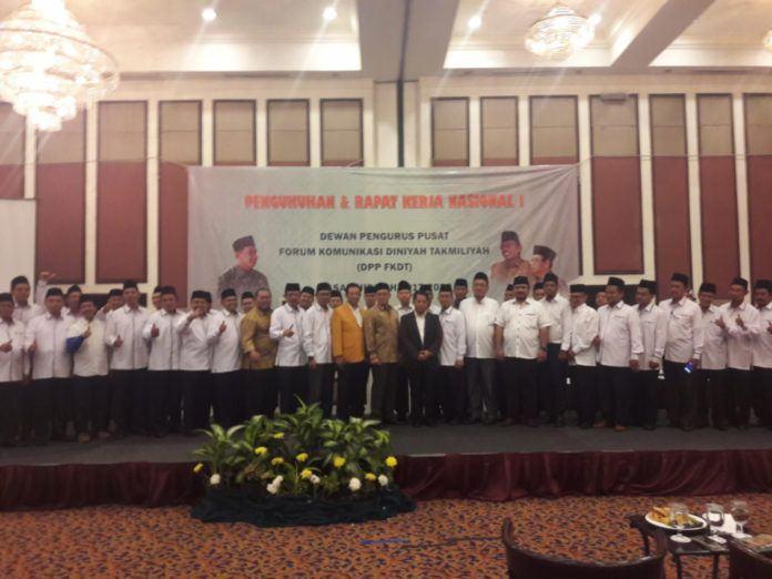 Foto: Pengurus Dewan Pimpinan Pusat (DPP) Forum Komunikasi Diniyah Takmiliyah (FKDT) masa khidmah 2017-2022 resmi dikukuhkan.