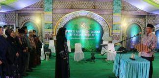 Foto: Wakil Walikota Medan Ir H Akhyar Nasution MSi secara resmi membuka festival nasyid/seni qasidah tingkat Kota Medan tahun 2017, di Lapangan Bola Rengas Pulau, Kecamatan Medan Marelan, Senin (25/9) malam.
