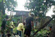 Foto: Dinas Pekerjaan Umum (PU) Kota Medan menormalisasi gorong-gorong di Jalan Bilal, Medan, Selasa (26/9).
