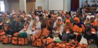 Foto: Jemaah haji Kelompok Terbang (Kloter) 21 Debarkasi Medan tiba Asrama Haji Medan.