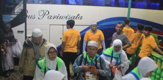 Foto: Jemaah haji Kloter 10/MES saat tiba di Asrama Haji Medan, Minggu (17/9).
