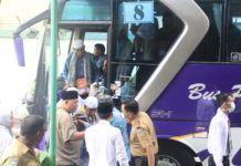 Foto: Sebanyak 386 jemaah haji Kelompok Terbang (Kloter) 17 Debarkasi Medan saat tiba di Asrama Haji Medan.