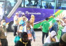 Foto: Jemaah haji Kloter 17 Debarkasi Medan yang tiba di tanah air, Minggu (24/9).