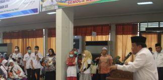 Foto: Walikota Sibolga Syarfi Hutauruk ketika memberikan sambutan kepada jemaah haji Kelompok Terbang (Kloter) 18 Debarkasi Medan.