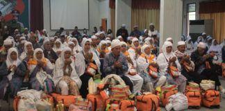 Foto: Sebanyak 389 jemaah haji Kelompok Terbang (Kloter) 16 Debarkasi Medan tiba di tanah air.