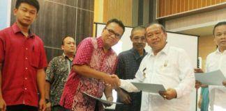 Foto: Kadis Perindustrian Kota Medan Zulkifli Sitepu menutup Gebyar Produk IKM dan Pelatihan Membatik Cap serta Pembuatan Bahan Dasar Kulit di Semba Garden Jalan Bunga Mawar Medan, Rabu (27/9).