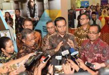 Foto: Presiden Jokowi menjawab wartawan usai meninjau Indonesia Business & Development Expo, Plenary Hall, Jakarta Convention Center (JCC), Senayan, Jakarta Pusat, Rabu (20/9)