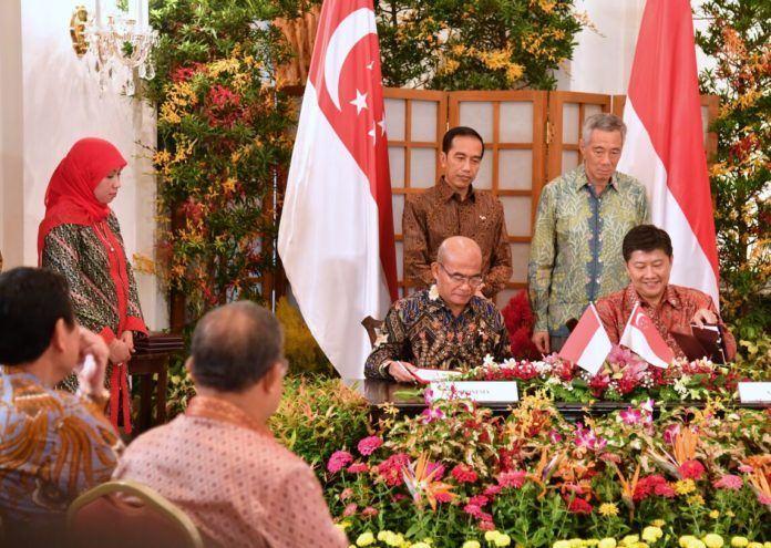 Foto: Presiden Jokowi dan PM Lee Hsien Loong menyaksikan penandatanganan kerja sama bidang pendidikan RI – Singapura, di Singapura, Kamis (7/9) siang.
