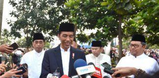 Foto: Presiden menjawab pertanyaan wartawan usai membagikan hewan kurban di Sukabumi, Jawa Barat, Jumat (1/9).