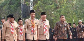 Foto: Presiden Jokowi yang mengenakan seragam pramuka disambut Ketua Umum dan Sekjen PBNU, saat tiba di lokasi pembukaan PERWIMANAS II, di lapangan tembak Akademi Militer, Magelang, Jawa Tengah, Senin (18/9).