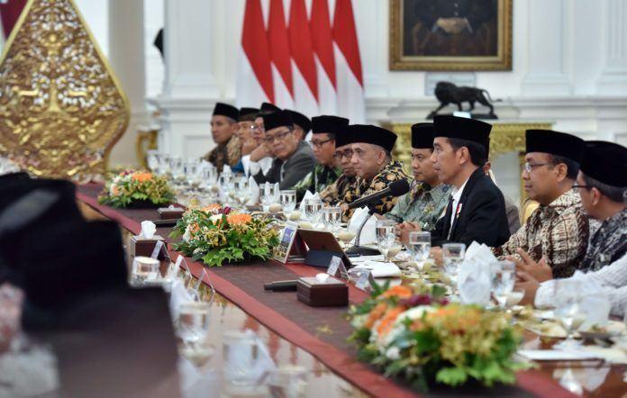 Presiden Jokowi saat menerima 38 Ulama, Kyai, dan Umaro dari Jawa Tengah, di Istana Merdeka, Jakarta, Rabu (13/9)