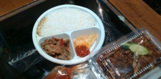 Foto: Temuan tim katering daker madinah, makanan pagi yang dibeli dari penjual di sekitar hotel jemaah sudah basi, Rabu (27/9) pagi.