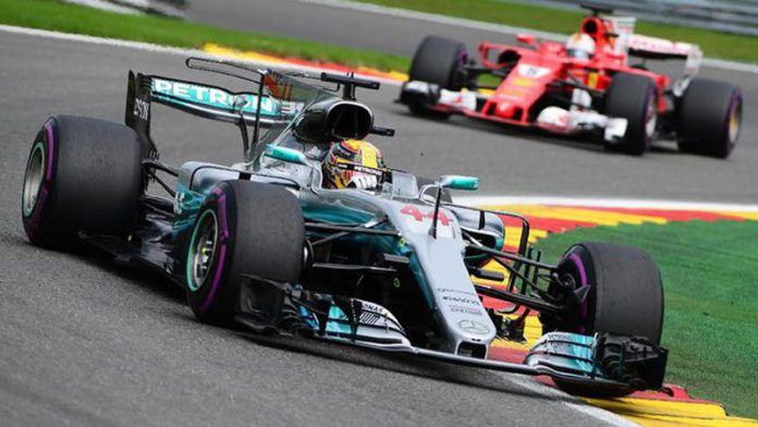 Lewis Hamilton menang di GP Singapura. (AFP PHOTO / Emmanuel DUNAND)