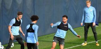 Para pemain Manchester City sedang menjalani latihan jelang menghadapi Shakhtar Donetsk (Foto: AFP/Paul Ellis)