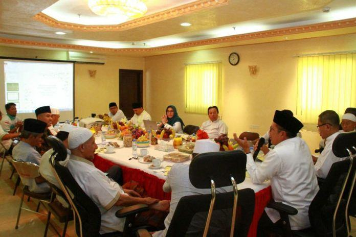 Foto: Menag Lukman pimpin rapat persiapan penyambutan kedatangan jemaah gelombang dua di Madinah, Kamis (7/9).