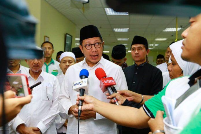 Foto: Menteri Agama Lukman Hakim Saifuddin beri keterangan pers usai gelar Doa Bersama untuk Rohingya di Daker Makkah, Minggu (3/9).
