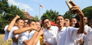 Foto: Menteri Dalam Negeri (Mendagri) Tjahjo Kumolo saat melepas 6.500 mahasiswa Universitas Negeri Semarang (UNNES) untuk mengikuti program pendidikan bela negara di Rindam IV Diponegoro Magelang.