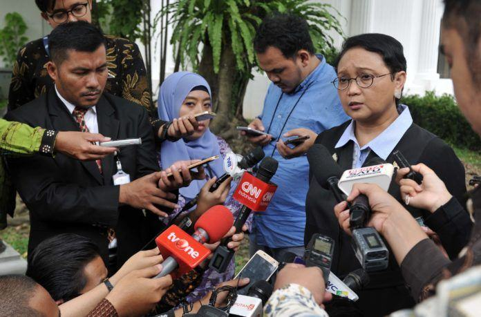 Foto: Menlu Retno Marsudi menjawab wartawan, di halaman Istana Merdeka, Jakarta, Selasa (12/9).