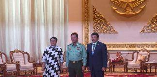 Foto: Menteri Luar Negeri (Menlu) Retno Marsudi bertemu dengan Panglima Angkatan Bersenjata (AB) Myanmar, Jenderal Senior U Min Aung Hlaing, di Nay Pyi Taw, Myanmar, Senin (4/9) siang waktu setempat.