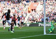 Romelu Lukaku saat mencetak gol ke gawang Southampton (Foto: twitter)