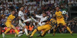 Sergio Ramos berhasil mencetak gol ke gawang APOEL lewat tendang salto.(REUTERS/Sergio Perez)