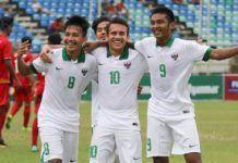 Foto: Pemain Timnas Indonesia U-19 merayakan kemenangan usai mengalahkan Myanmar pada laga Piala AFF U-18 di Stadion Thuwunna, Rabu (17/9). Indonesia menang 7-1 atas Myanmar.
