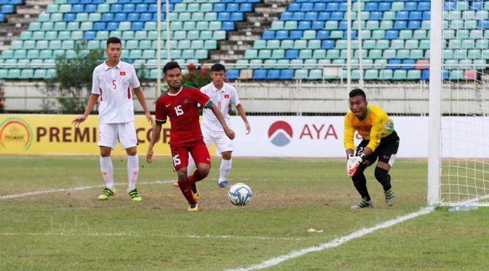 Foto: Pemain Timnas Indonesia U-19, Saddil Ramdani, saat pertandingan melawan Vietnam pada laga AFF U-18 di Stadion Thuwunna, Yangon, Senin (11/9).