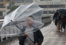 Topan Talim menghantam Kyushu, Jepang, Senin (18/9). (Foto: AFP)