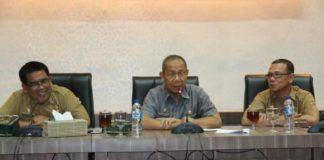 Foto: Asisten Pemerintahan Drs Musaddad M.Si saat membuka Pelatihan Penyusunan Analisis Gender, di kantor Walikota Medan, Selasa (10/10).