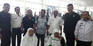 Foto: Dua orang jemaah haji asal Sumatera Utara yang tertunda kepulangannya karena sakit sudah kembali ke tanah air.