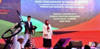 Foto: Presiden Jokowi dalam acara peringatan Hari Perdamaian Internasional yang dihelat di Institut Ilmu Keislaman Annuqayah, Kabupaten Sumenep, Provinsi Jawa Timur, Minggu (8/10).