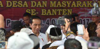 Foto: Presiden Jokowi saat bersilaturahim dengan para kepala desa dan masyarakat tani se-Provinsi Banten, di Desa Muruy, Kecamatan Menes, Kabupaten Pandeglang, Banten, Rabu (4/10).