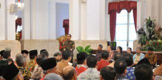 Foto: Presiden Jokowi saat memberikan arahan kepada Gubernur, Bupati, dan Wali Kota yang hadir dalam acara RKP di Istana Negara, Jakarta, Selasa (24/10).