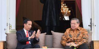 Foto: Presiden Jokowi menerima Presiden ke-6 RI, SBY, di beranda belakang Istana Merdeka, Jakarta, Jumat (27/10)