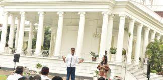 Foto: Presiden Jokowi saat menjawab pertanyaan peserta dalam acara Peringatan Hari Sumpah Pemuda, di Istana Kepresidenan, Bogor, Jawa Barat, Sabtu (28/10).