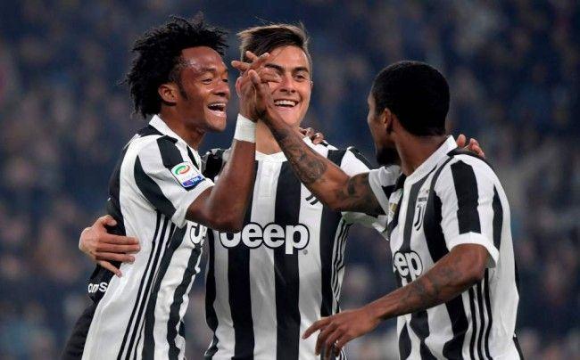 Winger Juventus Juan Cuadrado merayakan golnya ke gawang SPAL bersama rekan-rekan setimnya (Foto: AFP/Miguel Medina)