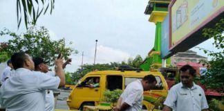 Foto: Wakil Walikota Ir Akhyar Nasution M.Si meninjau batas wilayah antara Kota Medan dan Kabupaten Deli Serdang di Kelurahan Lalang, Kecamatan Medan Sunggal, Rabu (25/10).