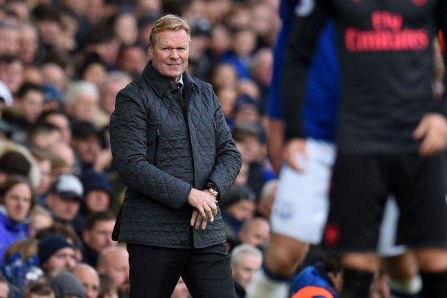 Ekspresi Ronald Koeman saat laga Everton vs Arsenal yang berujung kekalahan 2-5 dan membuatnya dipecat (Foto: AFP PHOTO / Oli SCARFF)