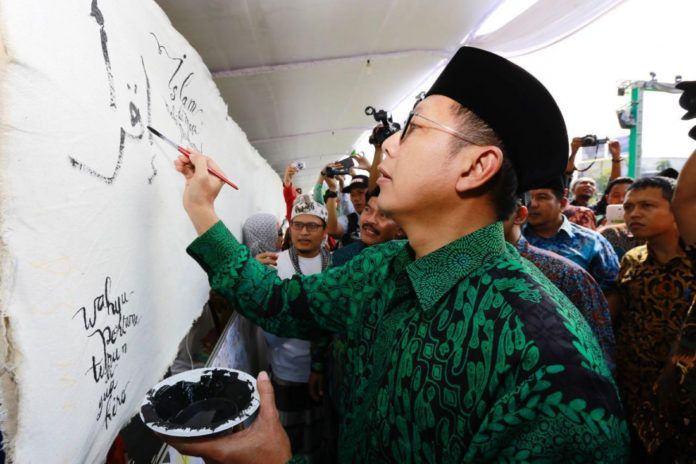 Foto: Menag Lukman Hakim Saifuddin mengawali pembuatan komik panjang dalam rangka Hari Santri 2017 di Semarang.