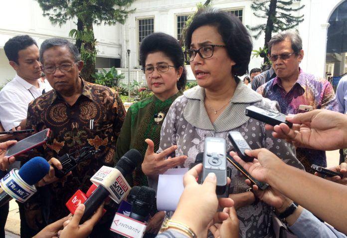 Foto: Menkeu menjawab pertanyaan wartawan usai melakukan Ratas yang dipimpin oleh Presiden Jokowi, di Istana Merdeka, Jakarta, Kamis (19/10)