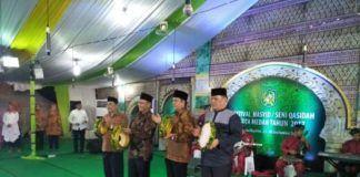 Foto: Wakil Walikota Medan Ir H Akhyar Nasution M.Si menabuh gendang menandai ditutupkan festival Nasyid/Seni Qasidah tingkat Kota Medan tahun 1439 Hijriyah.