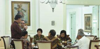Foto: Para menteri sebelum mengikuti Sidang Kabinet Paripurna, di Istana Negara, Jakarta, Senin (2/10)