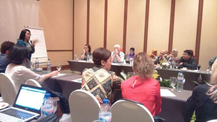 Foto: Peneliti Muda PTKI belajar bersama peneliti senior Australia pada IIRE di Makassar.