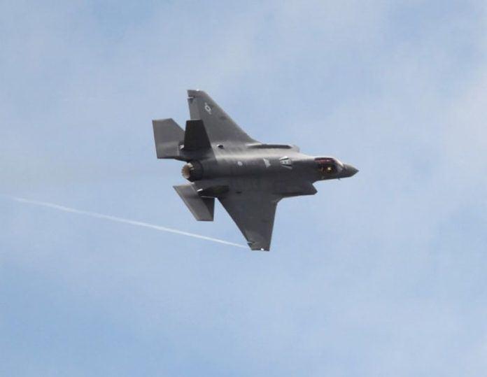 Pesawat jet tempur siluman F-35 yang diproduksi oleh Lockheed Martin (Foto: AFP).